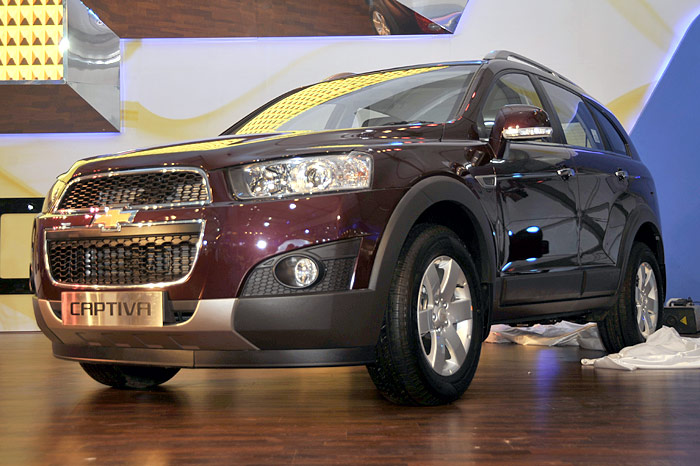 New Chevy Captiva Tavera At The Expo Autocar India