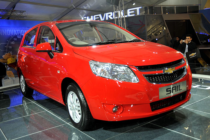 Car With Sail : Chevrolet unveils sail hatchback and mpv autocar india