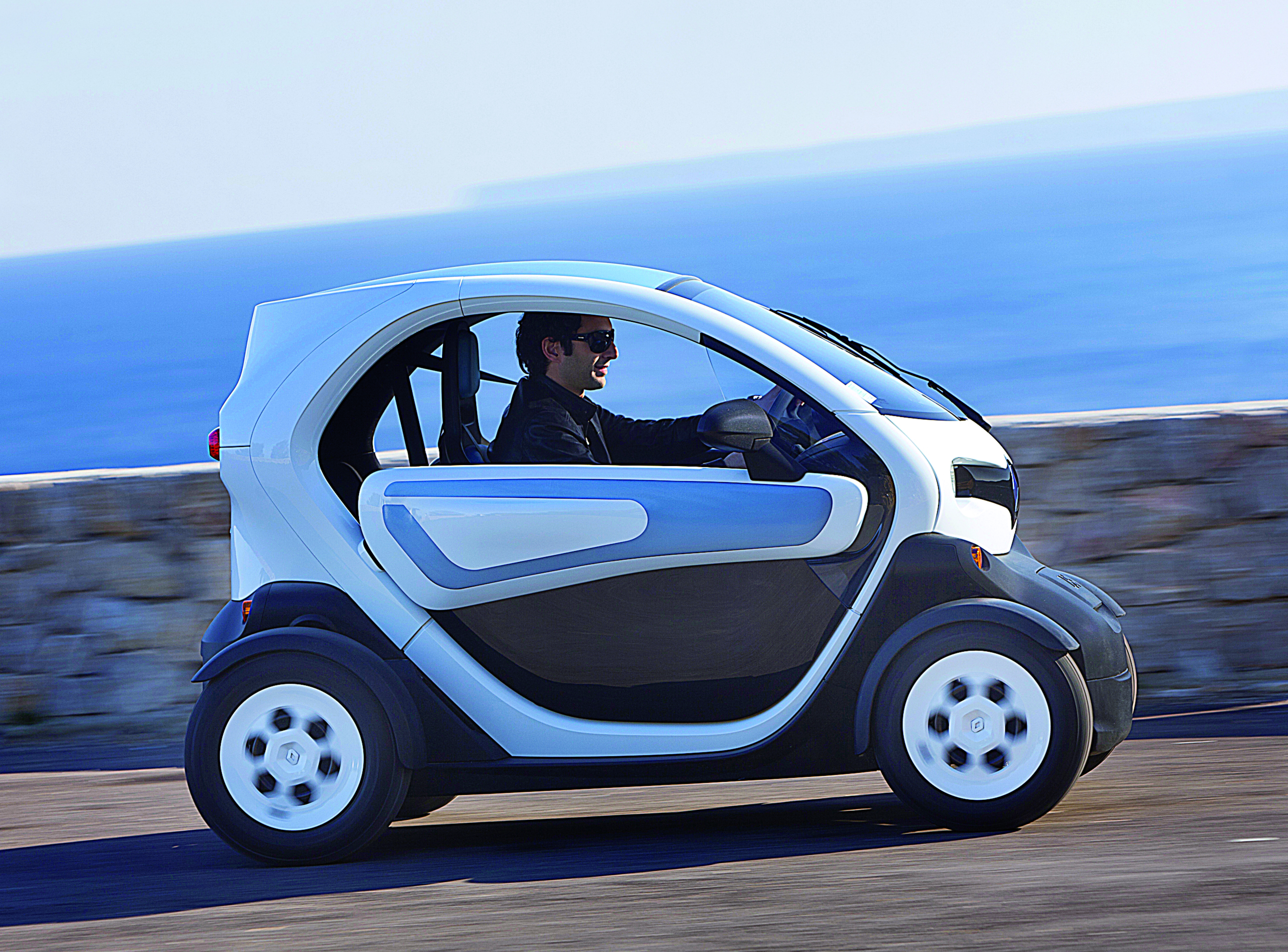 renault twizy review test drive autocar india. Black Bedroom Furniture Sets. Home Design Ideas