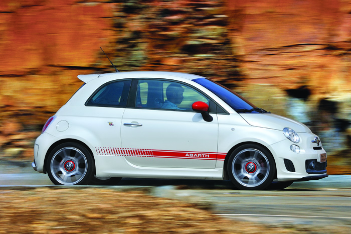 fiat 500 abarth review test drive autocar india. Black Bedroom Furniture Sets. Home Design Ideas