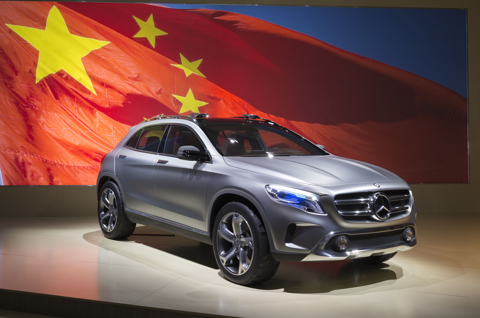 mercedes shows gla compact suv autocar india. Black Bedroom Furniture Sets. Home Design Ideas