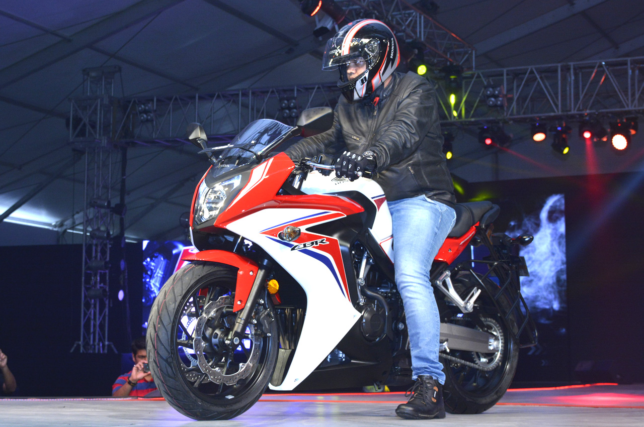 Bike stickers design for cbr 150 - Honda Showcased The Updated Cbr 150r And Cbr 250r At The Revfest 2015 However The Changes Are Limited To The Looks Of The Motorcycles And Include A