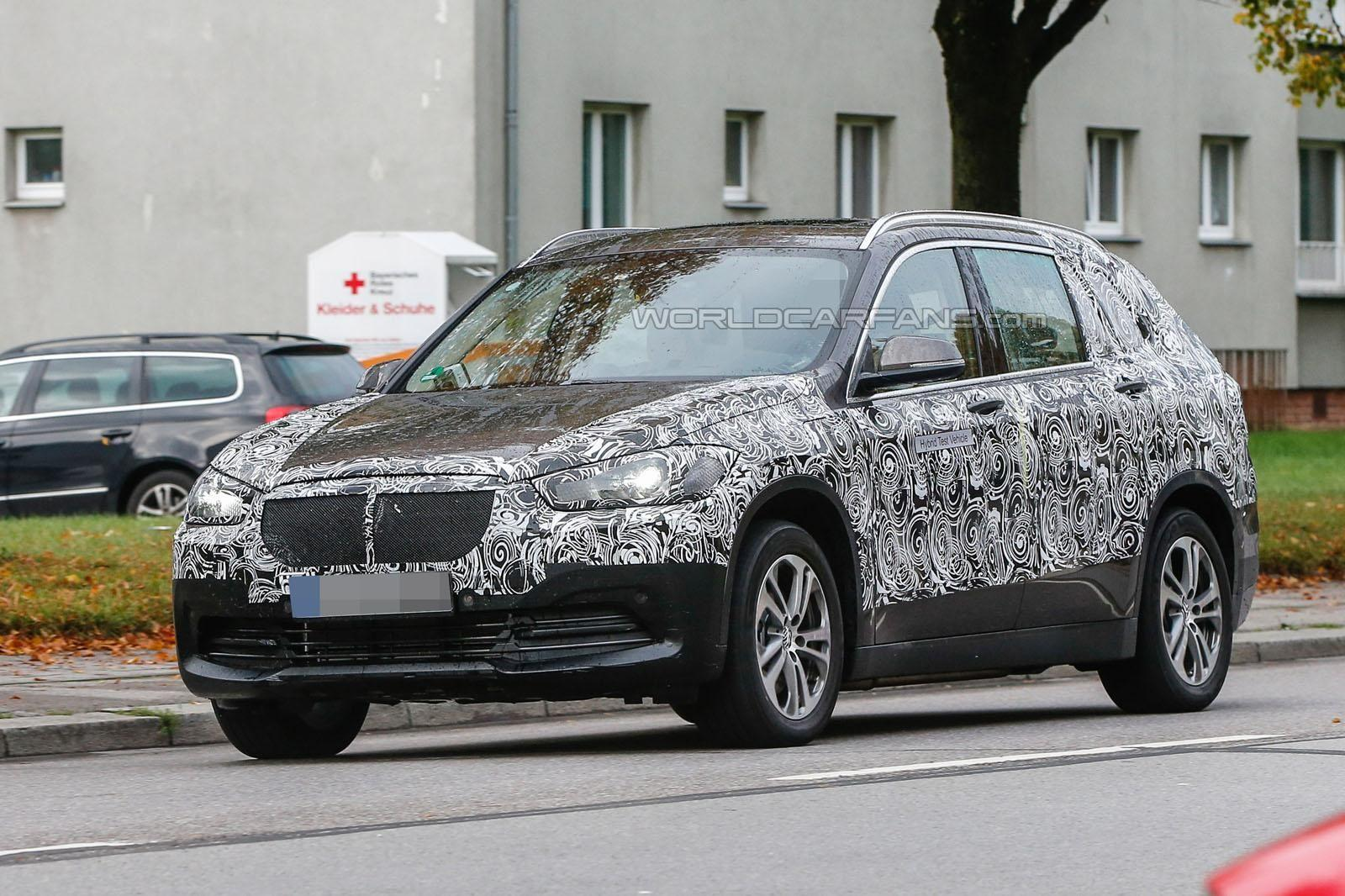 BMW X1 seven-seater seen testing