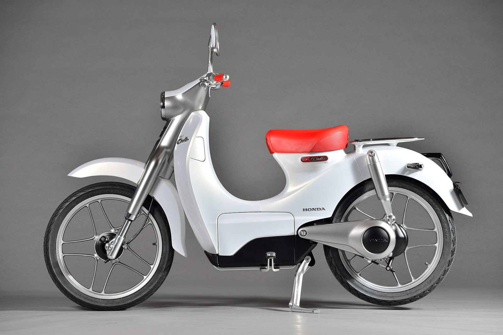 Honda EV Cub electric scooter displayed at Auto Expo 2016 ...