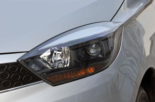 Top-spec Tigors get projector headlamps.