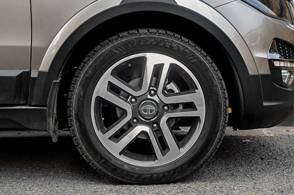 Massive 19-inch alloys look good; seem sunken into the arches though.
