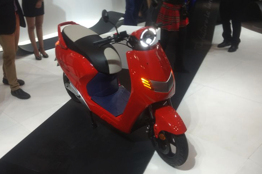 Auto Expo 2018 Twenty Two Motors Flow E Scooter Auto
