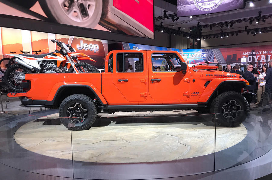 new jeep gladiator unveiled at the la motor show autocar