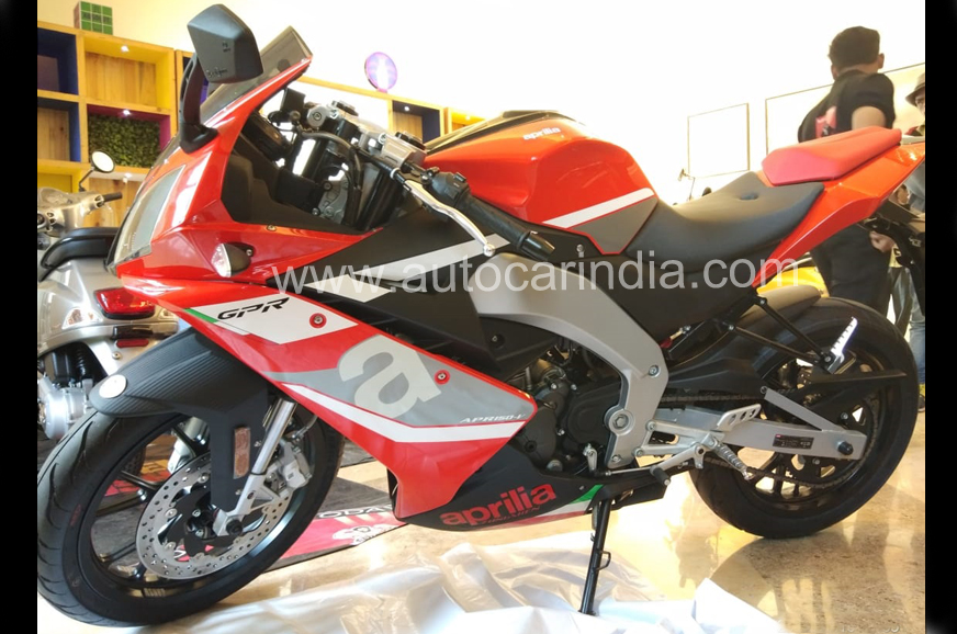 aprilia gpr 150 sr max 300 seen in india autocar india. Black Bedroom Furniture Sets. Home Design Ideas