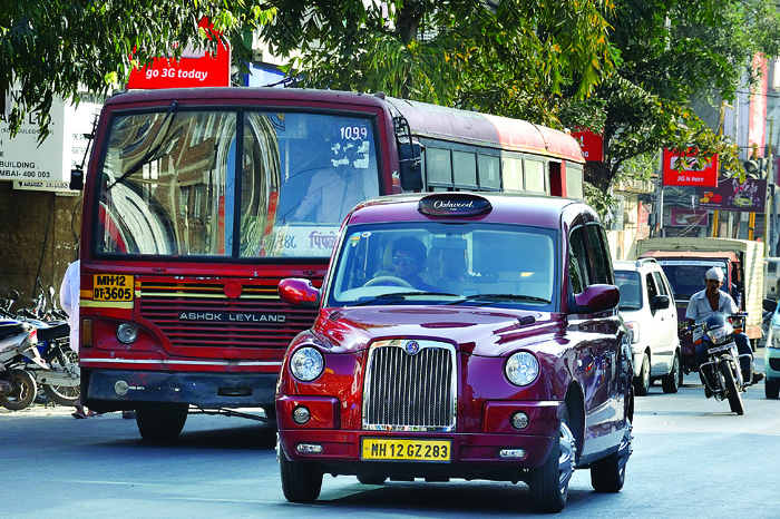 driving london 39 s iconic taxi in india feature autocar india. Black Bedroom Furniture Sets. Home Design Ideas