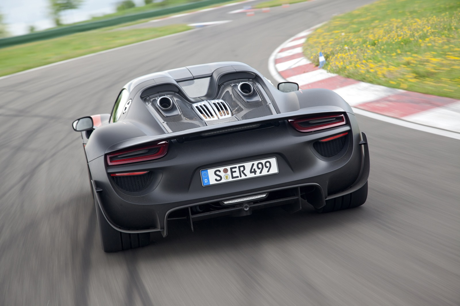 porsche 918 spyder photo gallery autocar india. Black Bedroom Furniture Sets. Home Design Ideas