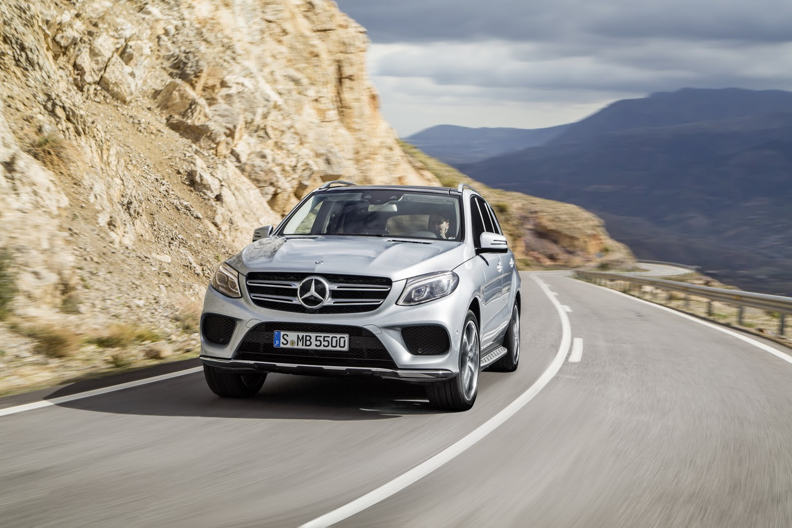 Mercedes benz gle suv photo gallery autocar india for Mercedes benz suv india