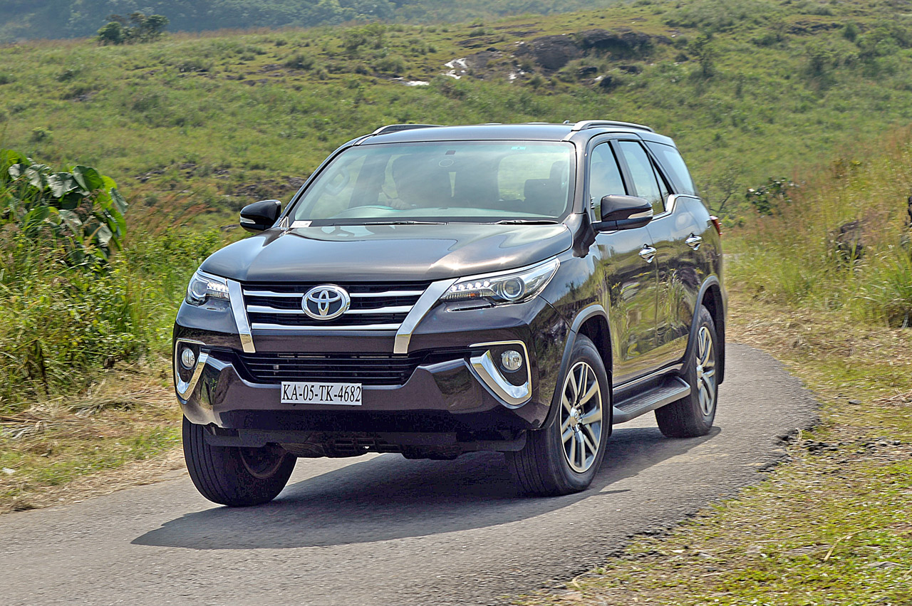 new 2017 toyota fortuner image gallery autocar india. Black Bedroom Furniture Sets. Home Design Ideas