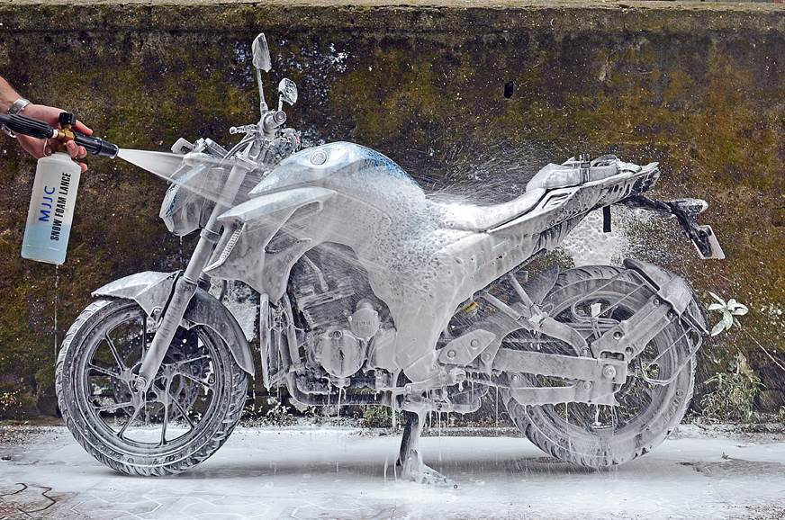 How to correctly clean your two-wheeler, bike and scooter cleaning