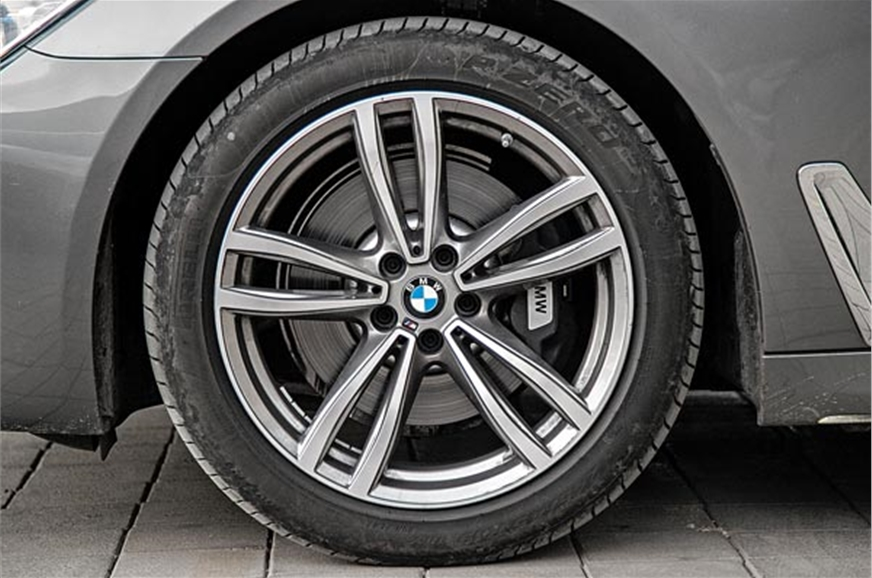 19-inch rims standard on M Sport. Front and rear tyre siz...