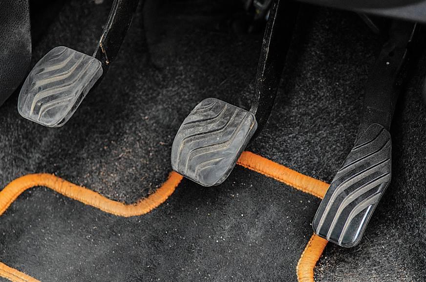 Renault Kwid pedals