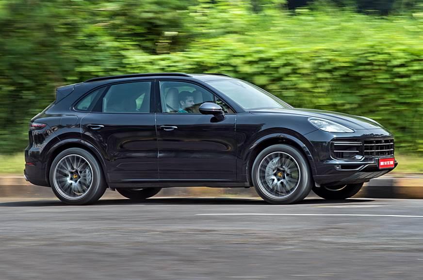 2018 Porsche Cayenne Turbo side action