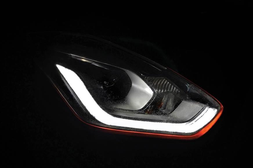 2018 Maruti Suzuki Swift headlamps