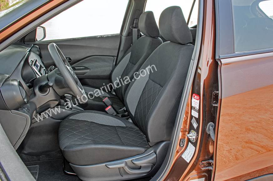 Nissan Kicks front seats