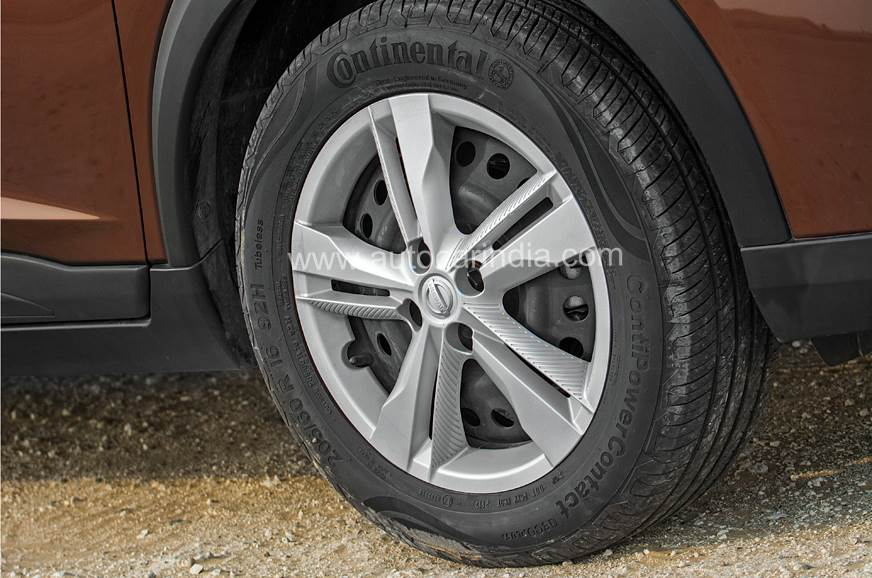 Nissan Kicks alloy wheel