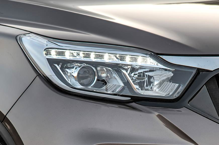 2019 Mahindra Alturas G4 headlamp