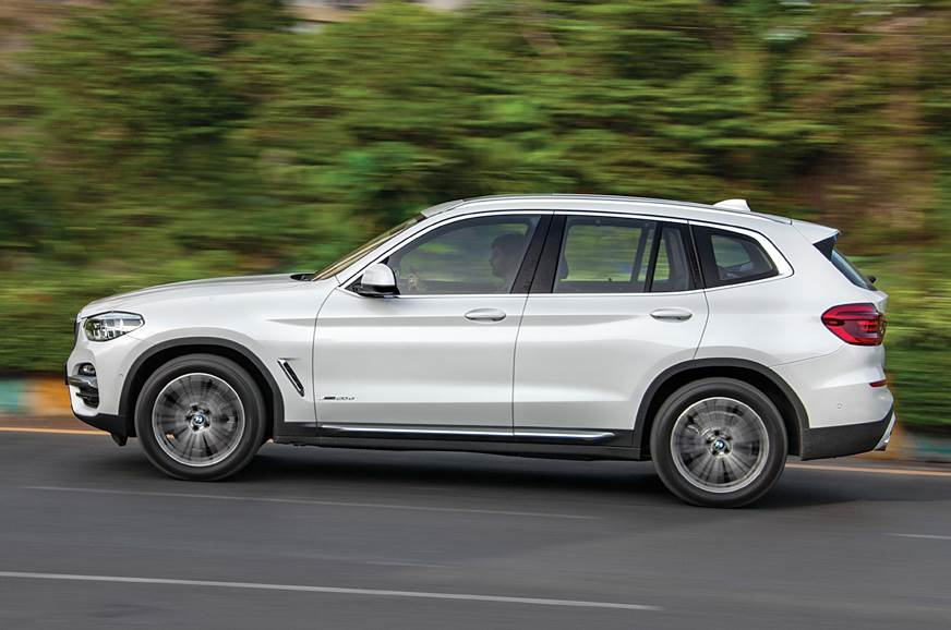 BMW X3 side action