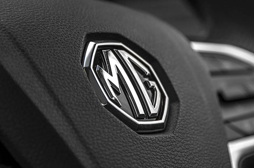 MG Hector horn badge