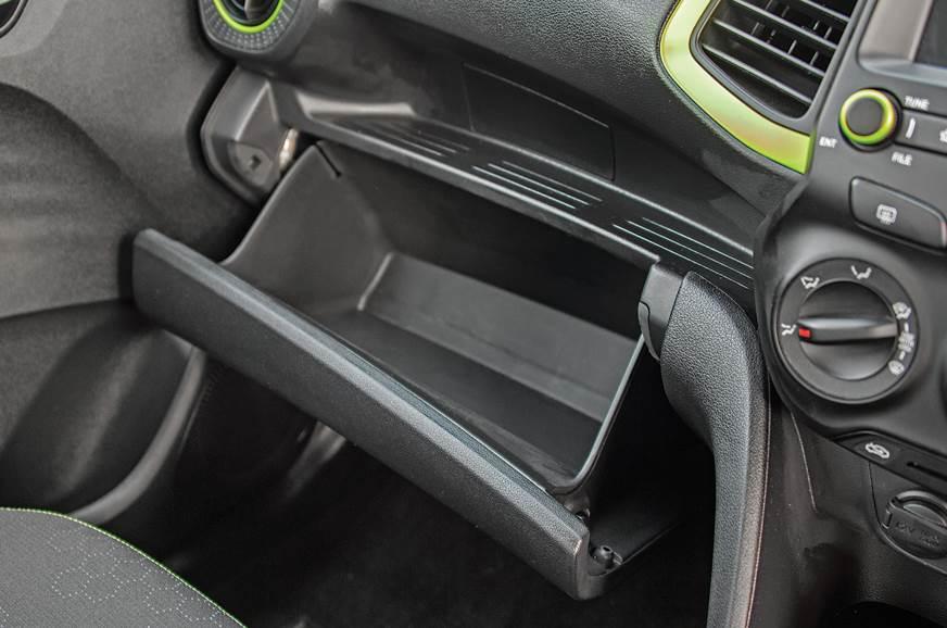 Hyundai Santro glovebox