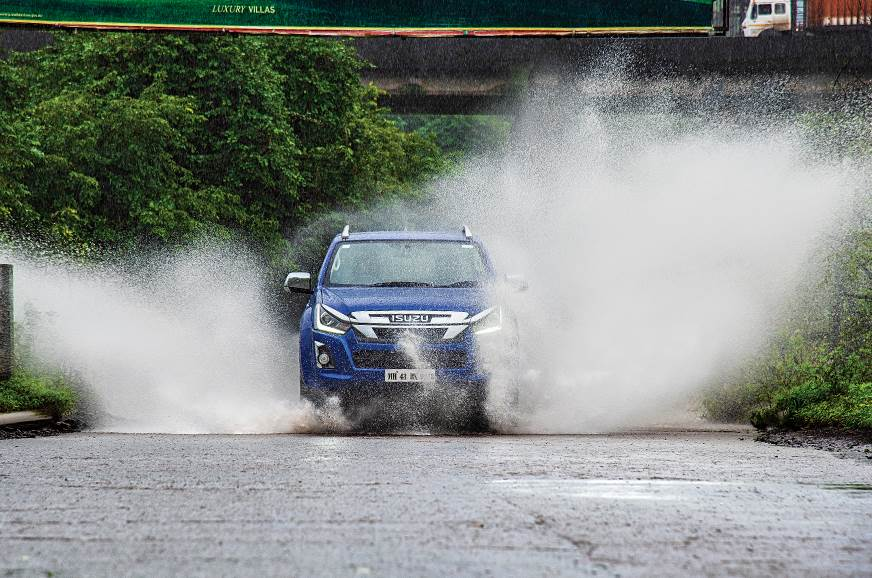 Isuzu D-Max V-Cross automatic front action splash