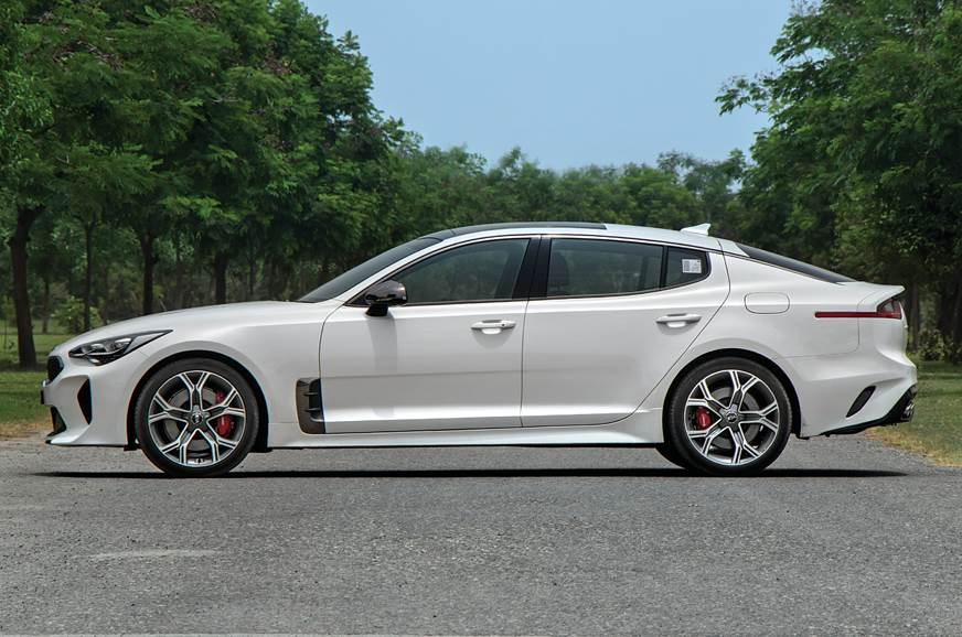 Kia Stinger side static