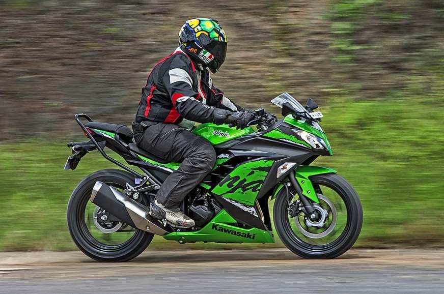 2018 Kawasaki Ninja 300 side action