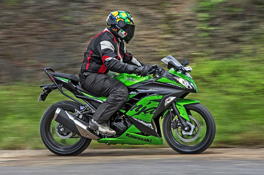 2018 Kawasaki Ninja 300 side action