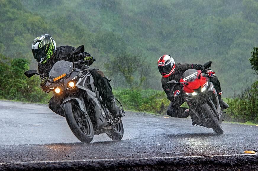 Bajaj Pulsar RS200 vs Yamaha YZF-R15 V3.0
