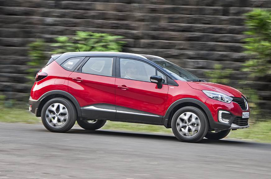 Renault Captur side action