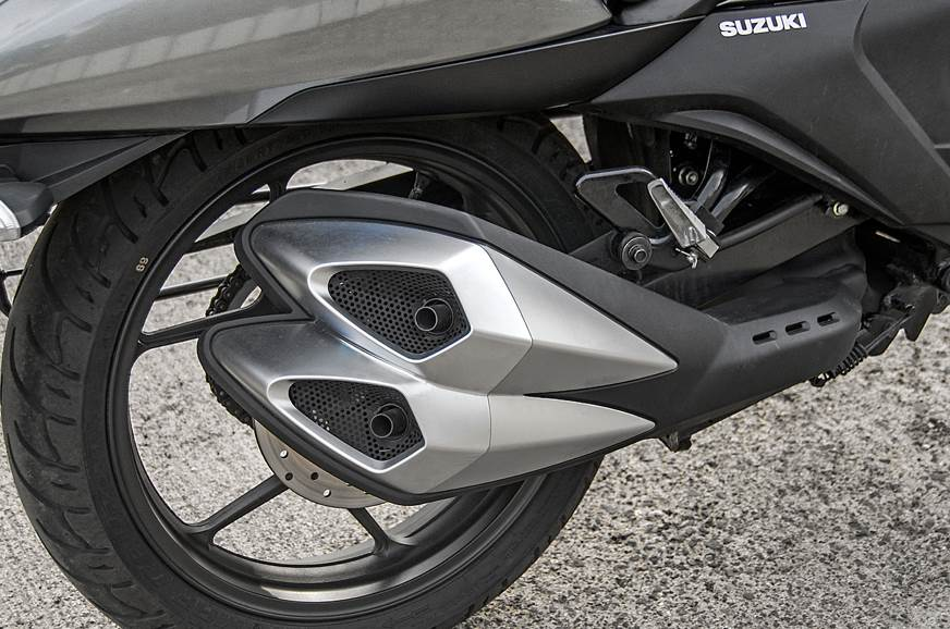 Suzuki Intruder FI exhaust