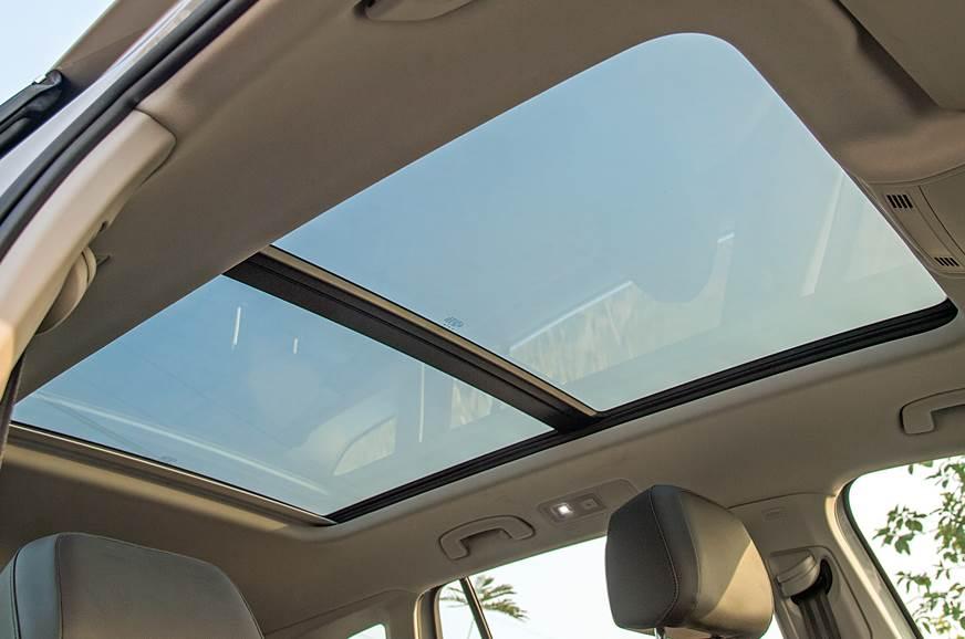 VW Tiguan sunroof