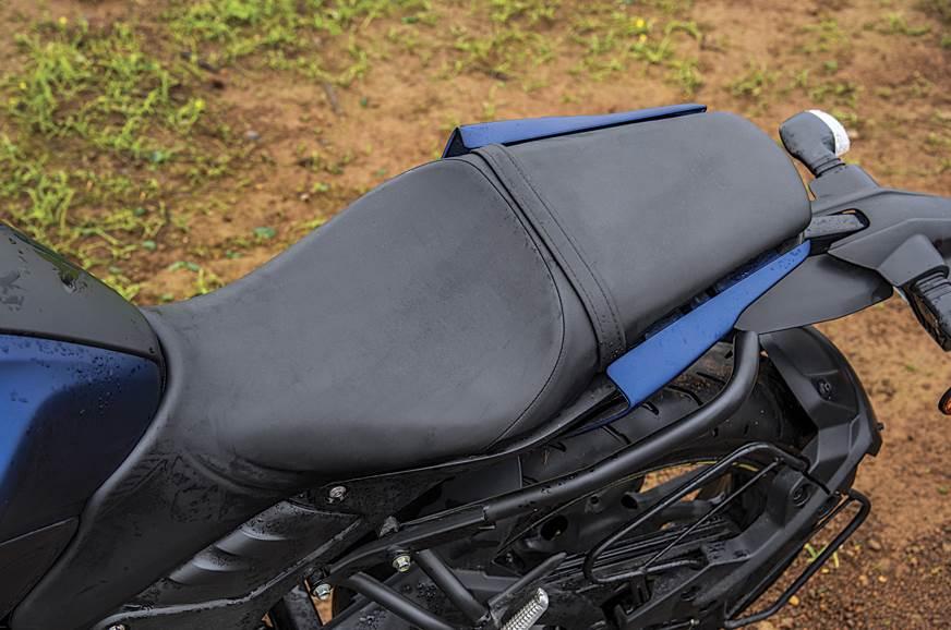 Yamaha-MT15-seat
