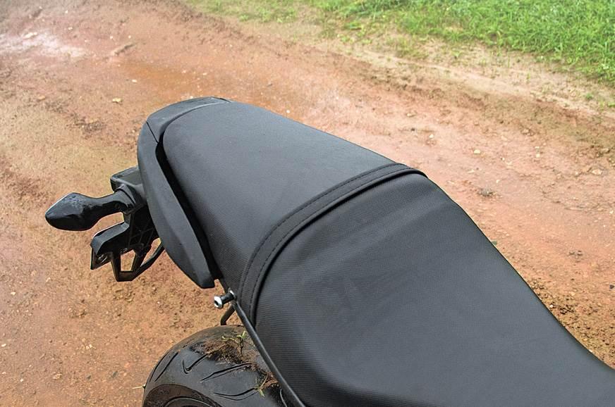 Suzuki GSX-S750 seat
