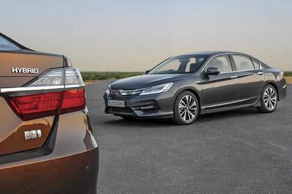 In The Premium Executive Sedan Segment There Are No Greener And More Efficient Alternatives Than Toyota Camry Hybrid New Honda Accord
