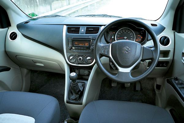 The dash-mounted gear lever is well placed and easy to reach.