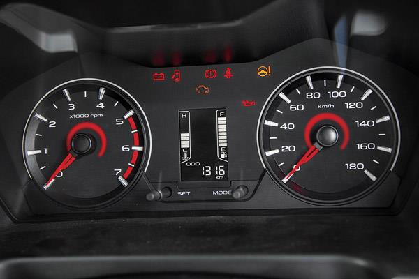 Easy-to-read instrument cluster a straight lift from the TUV300. Petrol car revs beyond the marked 5,000rpm limit.