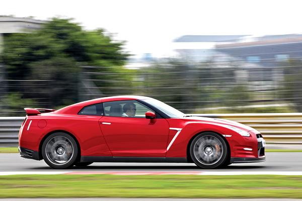Nissan GT-R Track drive