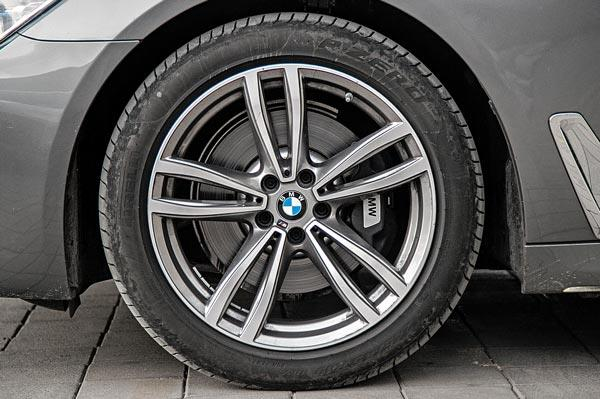 19-inch rims standard on M Sport. Front and rear tyre sizes are different.