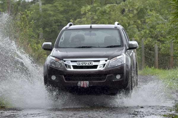 2016 Isuzu D-Max V-Cross review, test drive