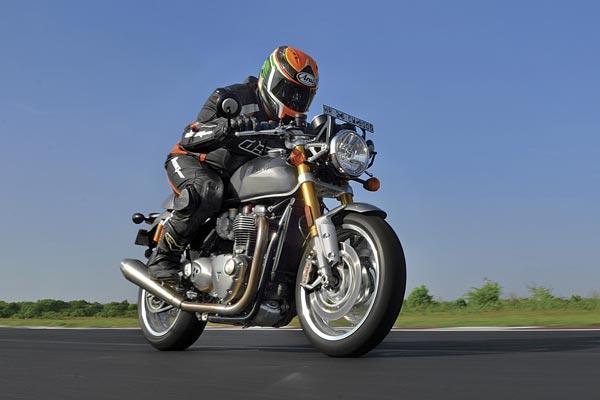 2016 Triumph Thruxton R track ride