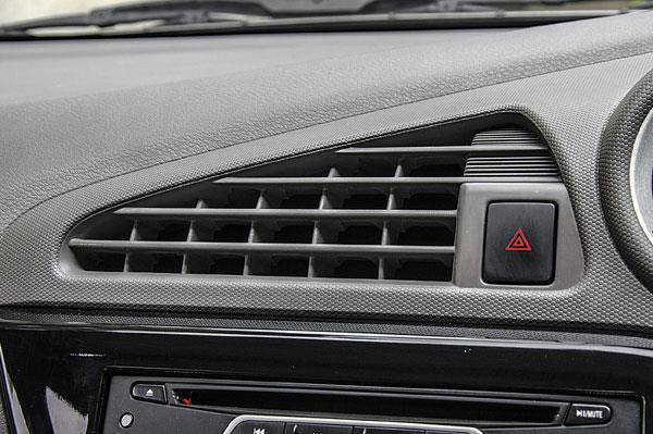 Non-adjustable central air-con vent channels airflow to the rear seats efficiently and effectively.