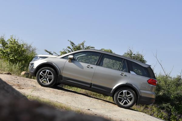 Tata Hexa gets two engine and three gearbox options