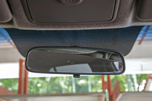 Anti-glare mirror not as efficient as an auto dimming one.