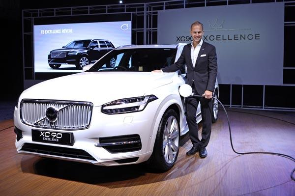 Volvo eyes luxury sedan buyers with XC90 Excellence