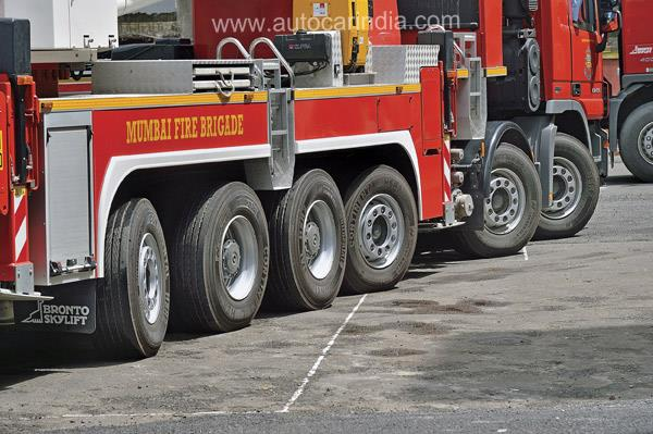 The steerable first, second, third and sixth axles of the MB Actros 6260.